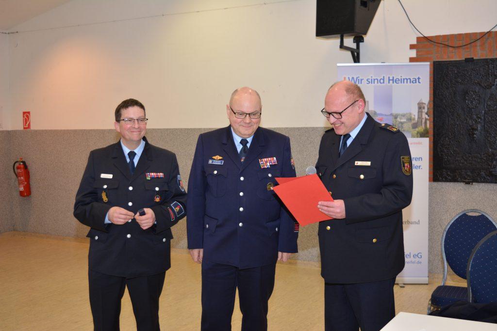 Jörg Beckmann wird durch die Landesjugendfeuerwehr geehrt (c)Foto: Marco Metz (KFV)
